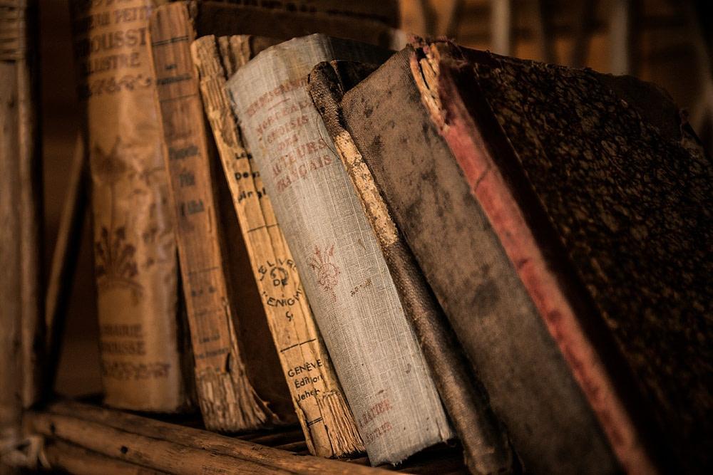 libros viejos en estante