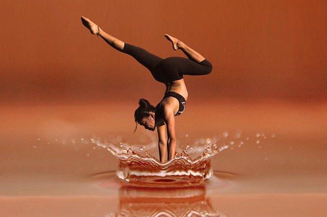 mujer_haciendo_equilibrio